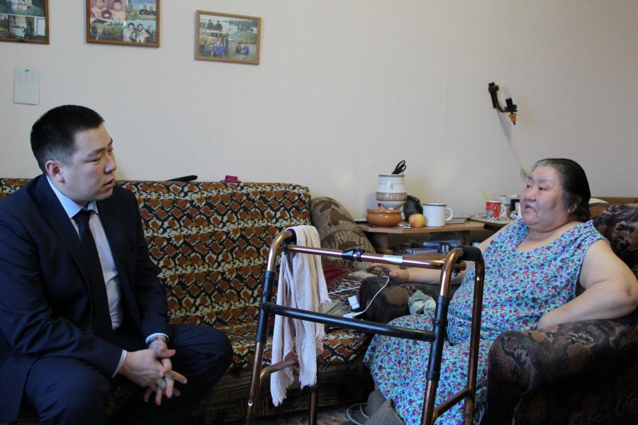 В Чурапче единороссы помогли инвалиду получить благоустроенное жилье