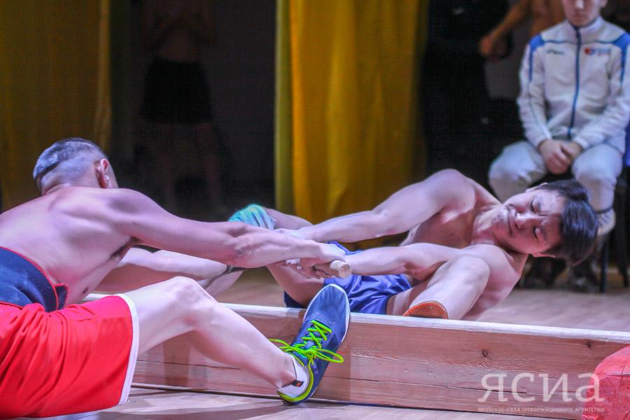 В Саскылахе состоялся первый открытый чемпионат наслега по мас-рестлингу