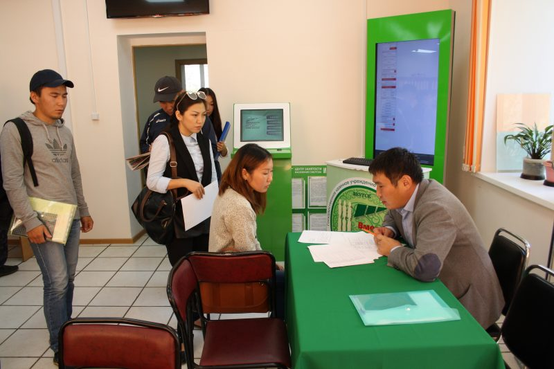 Айсен Николаев: Муниципалитеты обязаны помочь в трудоустройстве якутян
