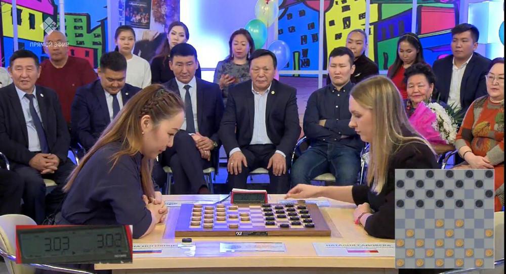 Победительницей суперматча по стоклеточным шашкам стала якутянка Матрёна Ноговицына