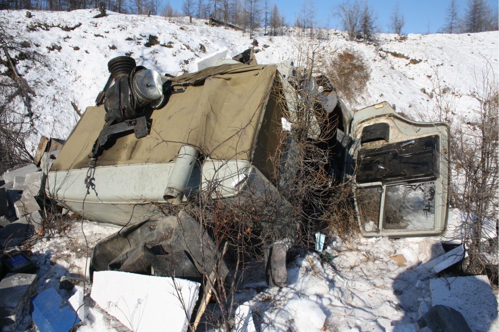 Попавший в ДТП в Верхоянском районе водитель застрял в кабине «КАМАЗа»