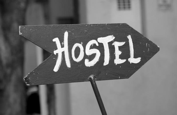 Хостелы в жилых домах: запретить или оставить?