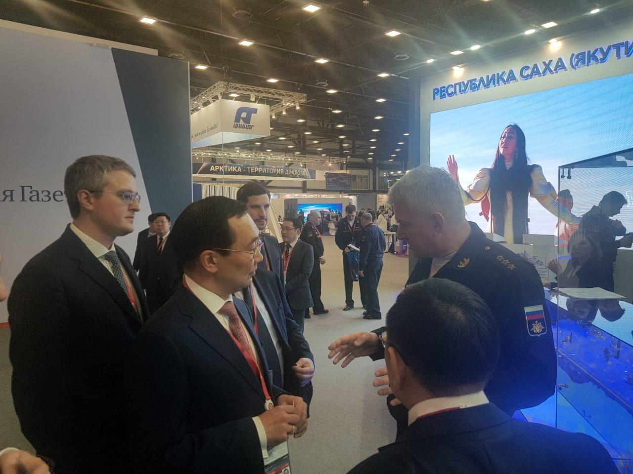 Айсен Николаев и командующий Северным флотом Николай Евменов подписали соглашение о сотрудничестве
