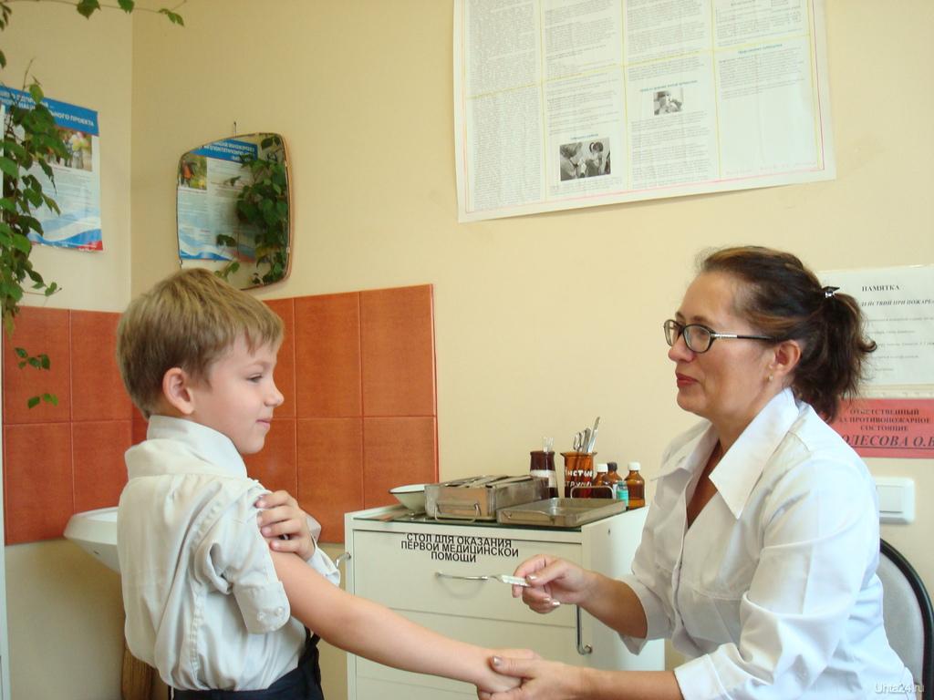 Минпросвещения предложило не пускать в школу детей без прививок