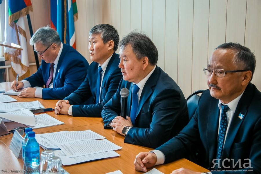 Алексей Стручков провёл совещание с муниципалитетами по вопросам занятости населения