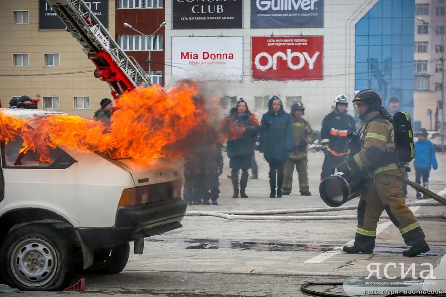 В Якутске показательными выступлениями отметили 370-летие пожарной охраны России