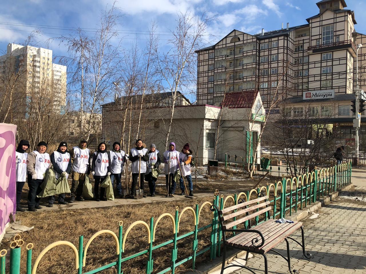 Вместе сделаем Якутск чище: Сотрудники АЭБ вышли на субботник в Губинском округе