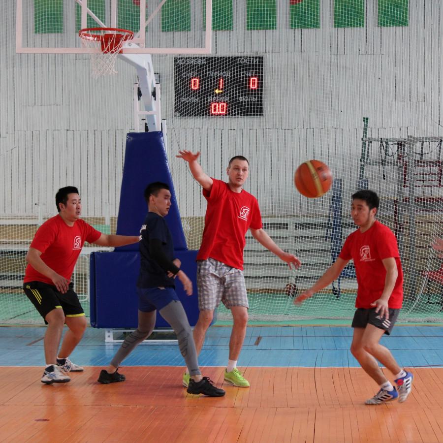 Железнодорожники Якутии провели соревнования по стритболу