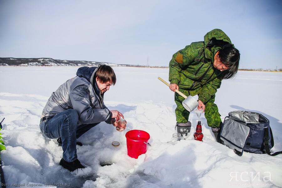 В Якутске специалисты выясняют причину массовой гибели рыбы на Круглом озере