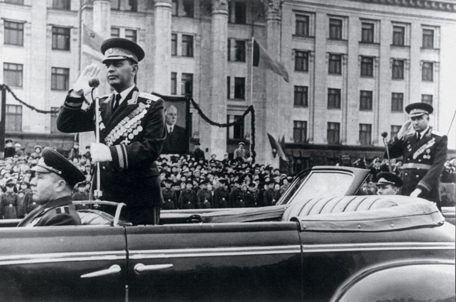 Минобороны показало эксклюзивные фото полководцев на парадах