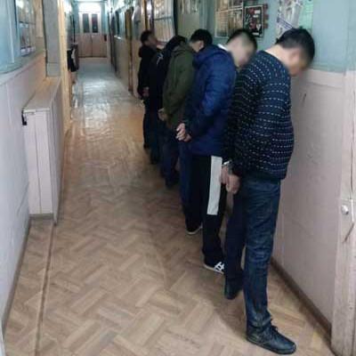 За одну ночь у колонии №1 поймали восьмерых якутян, бросавших через забор алкоголь и дрожжи