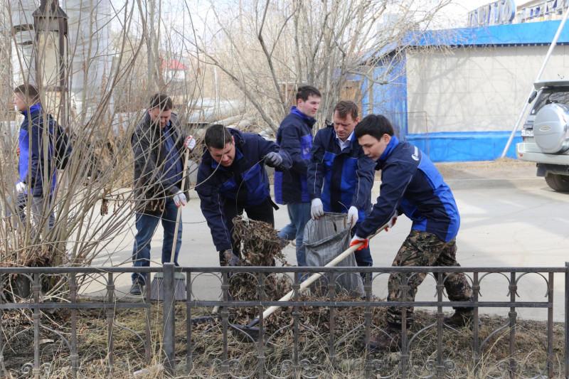 «Саханефтегазсбыт» убрал от мусора улицу Чиряева