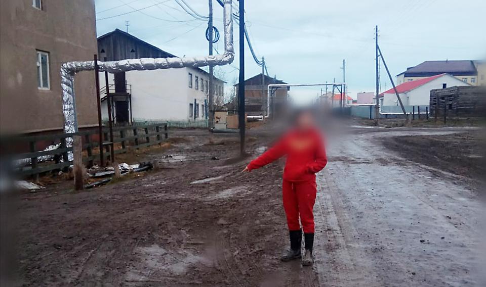 В Якутии молодой человек ранил ножом директора школы
