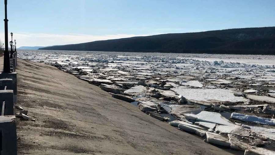 У Ленска начался густой ледоход