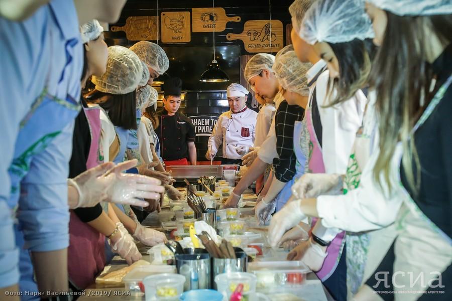 Старшеклассников Якутска научили готовить здоровую пищу
