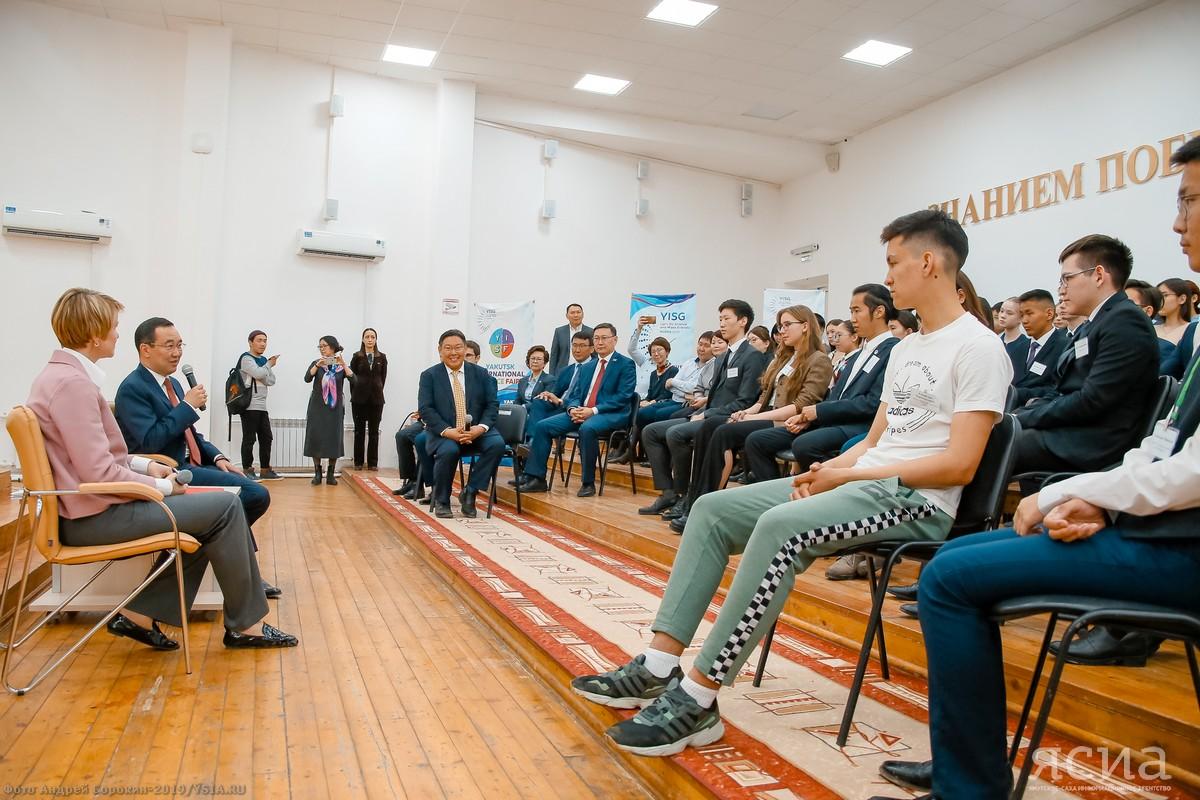 Айсен Николаев и Елена Шмелева встретились с выпускниками «Сириуса» из Якутии