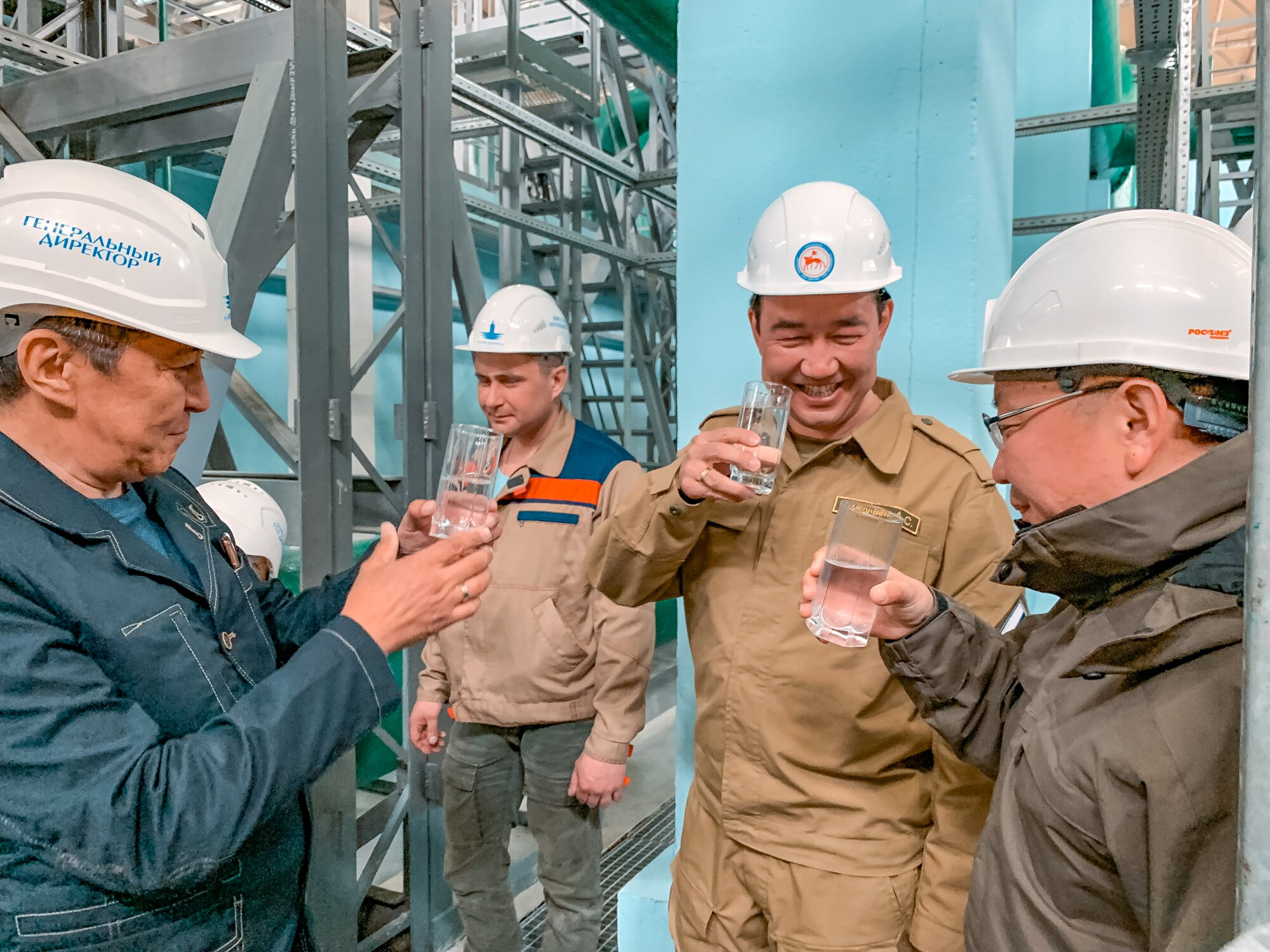 Айсен Николаев проверил качество воды на водозаборе в Якутске