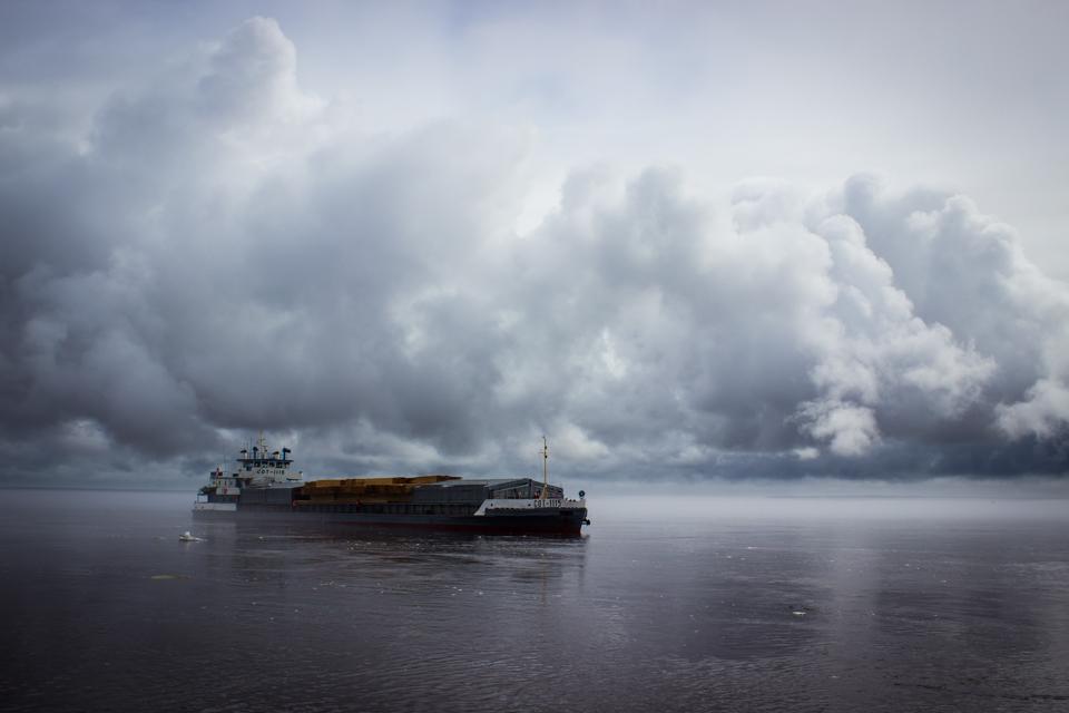 В Якутске торжественно встретили первый теплоход навигации-2019 (ФОТО)