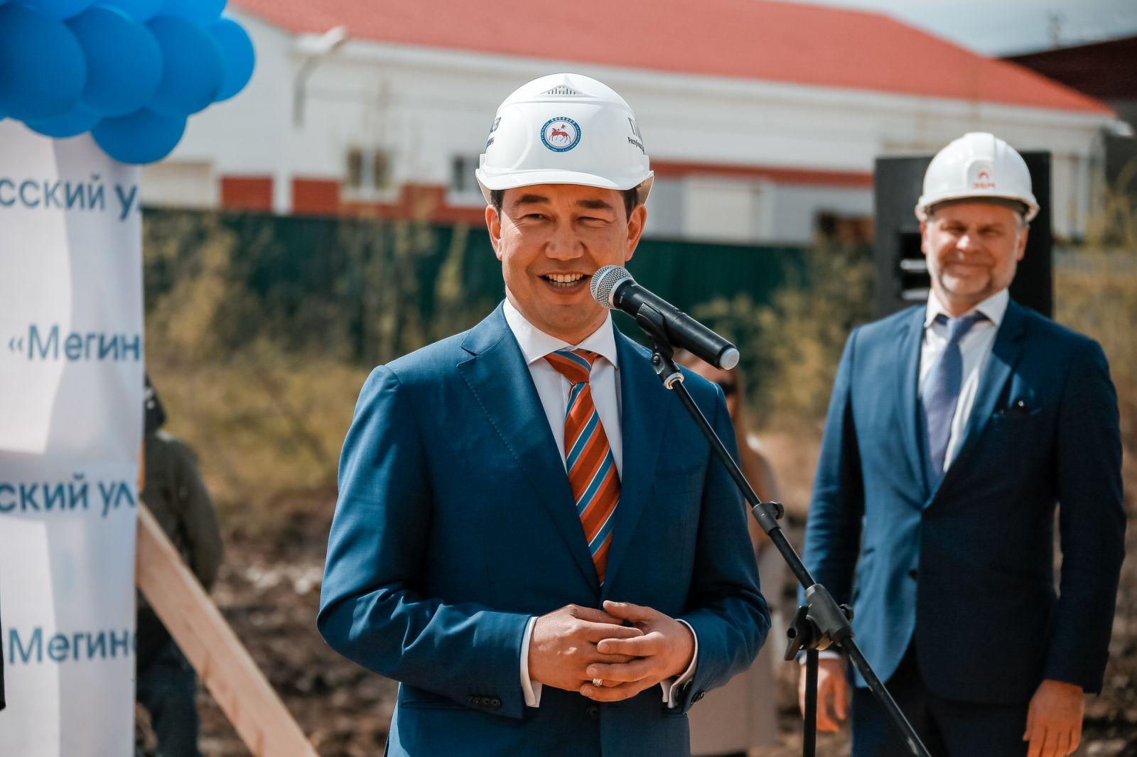 Айсен Николаев дал старт строительству крупнейшего в сельских районах Якутии спорткомплекса