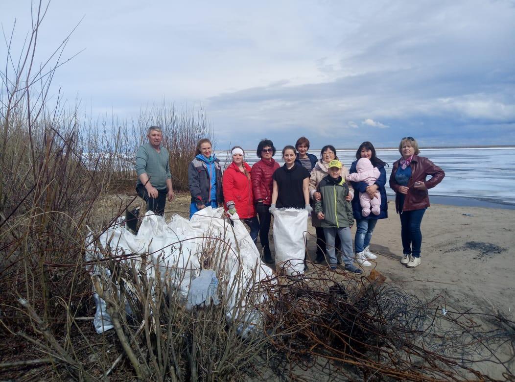 У Старой Табаги местные жители очистили берег Лены