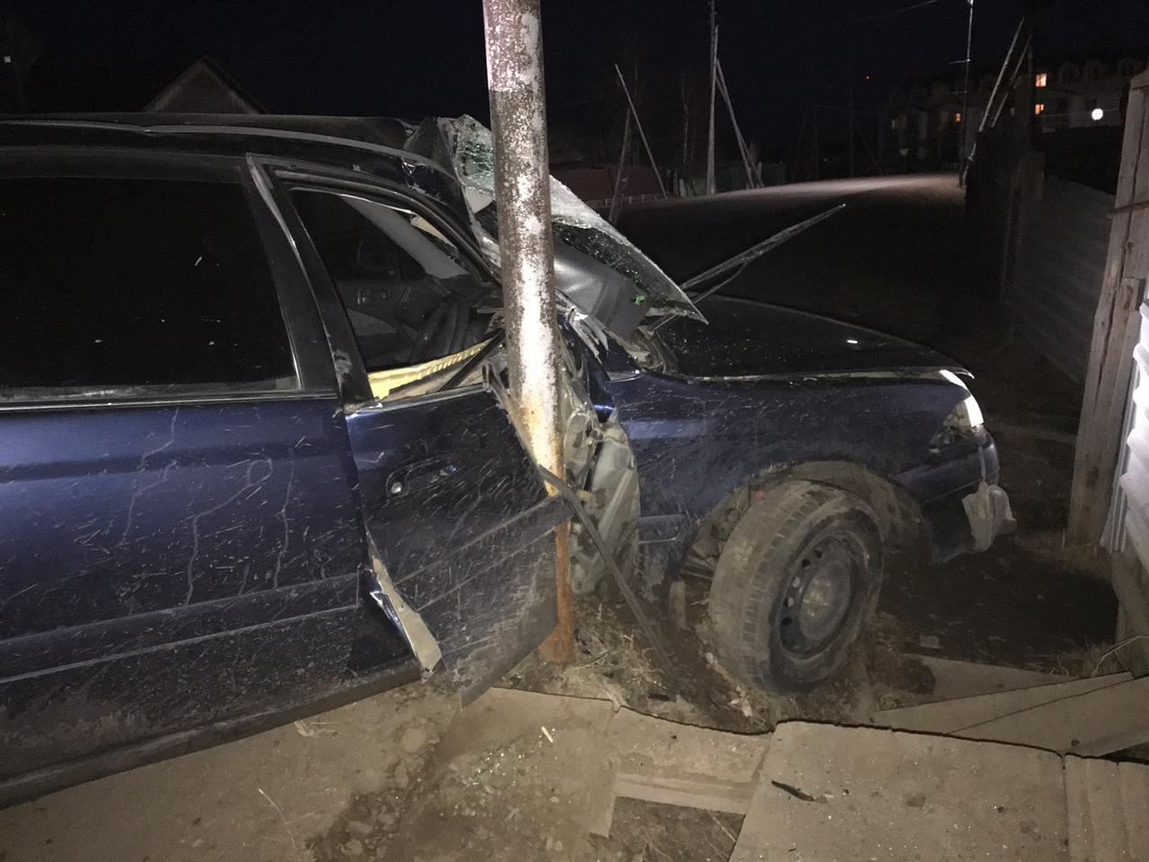 В селе Сунтар пьяный водитель врезался в столб