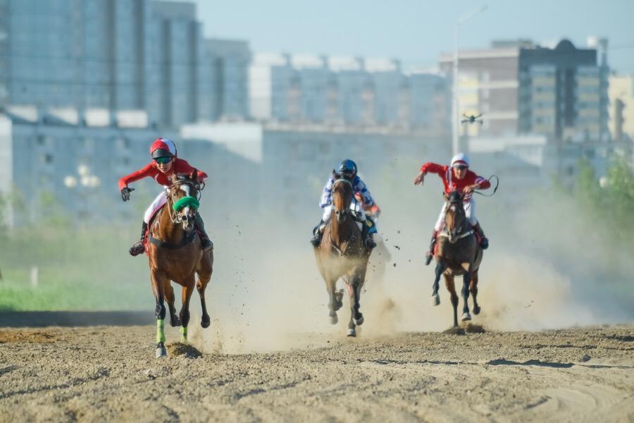 В Якутске состоялись конные скачки на Кубок Малтааны