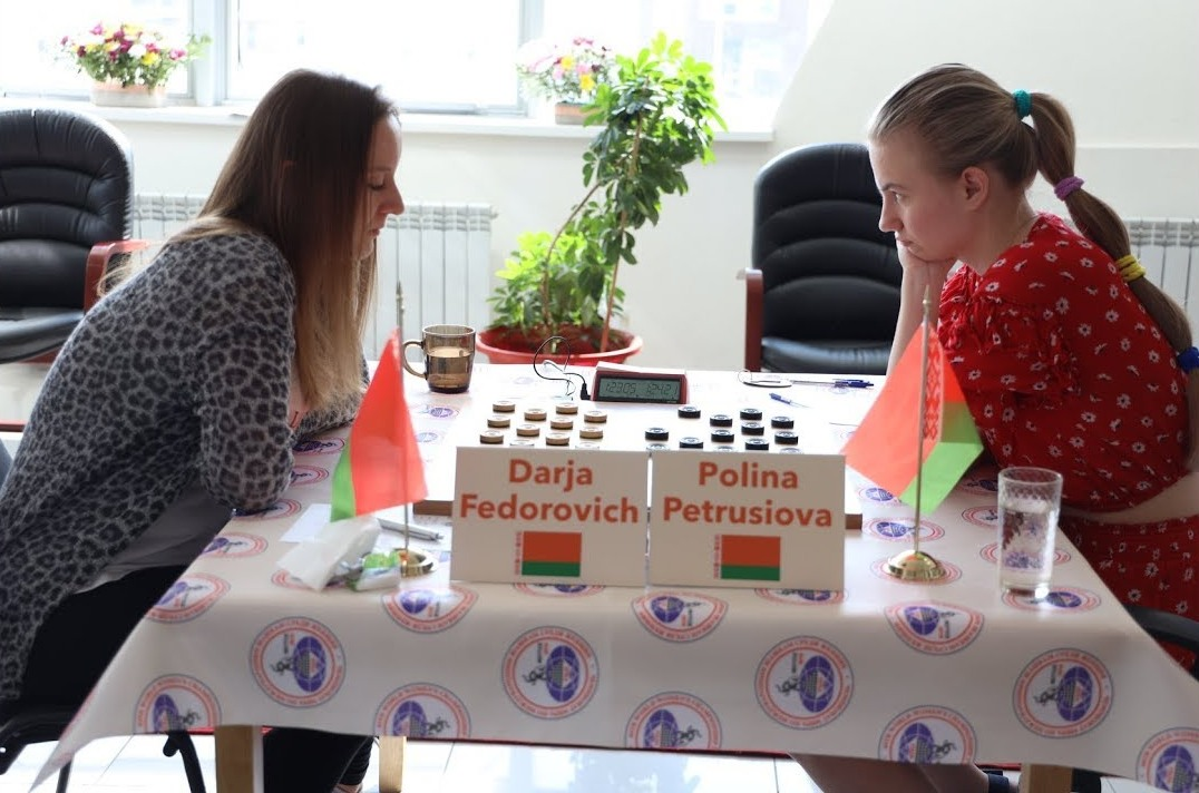 Сестры из Белоруссии лидируют на чемпионате мира по шашкам среди женщин в Якутске