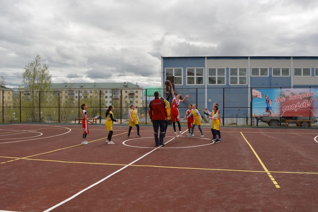 В день защиты детей в Хангаласском улусе открыли новую спортплощадку