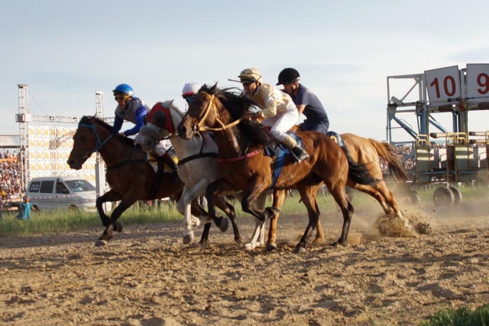 Конные скачки главы города Якутска выиграла команда Мегино-Кангаласского улуса