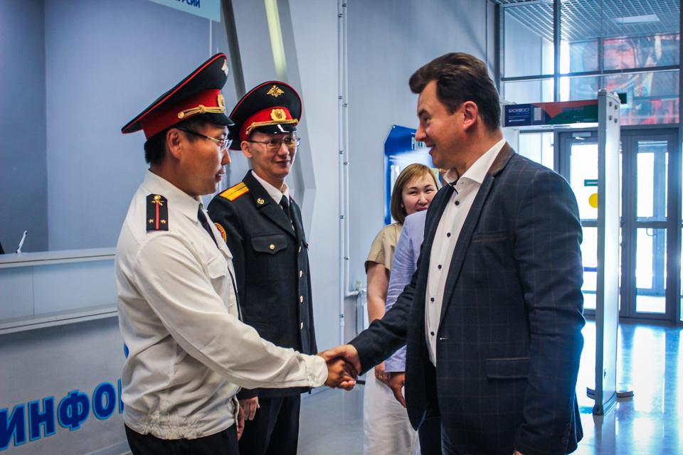 В Якутск приехал космонавт Роман Романенко