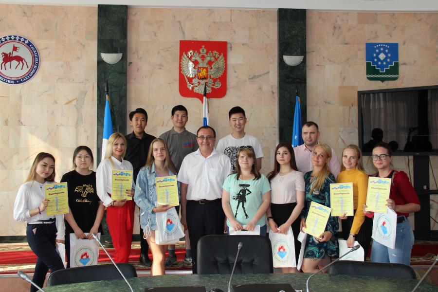 Глава Мирнинского района поблагодарил волонтеров