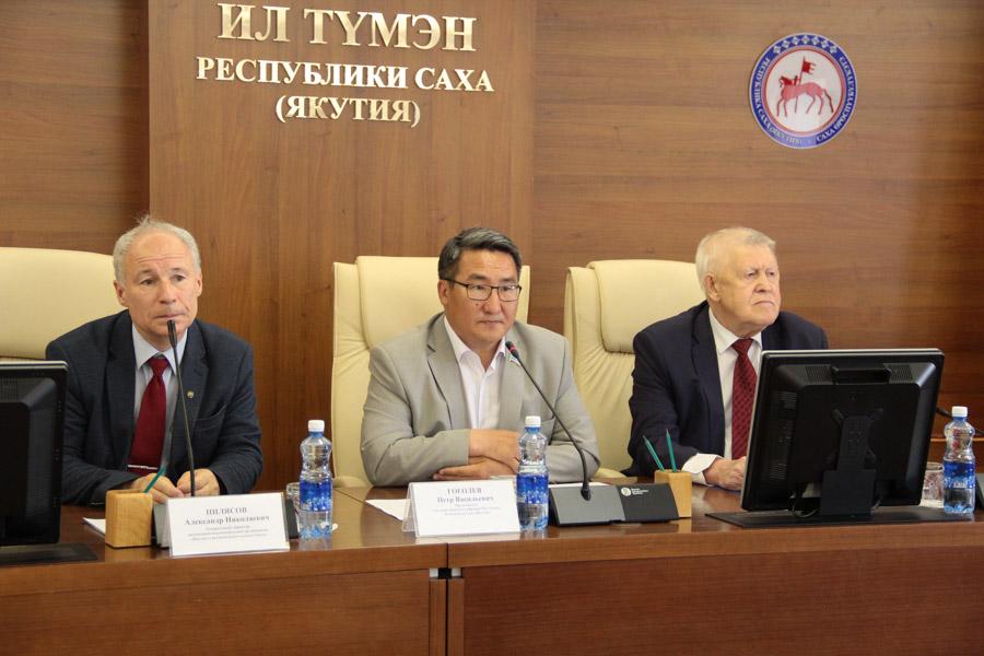 Федеральный эксперт рассказал депутатам Ил Тумэна о промышленных особенностях Арктики