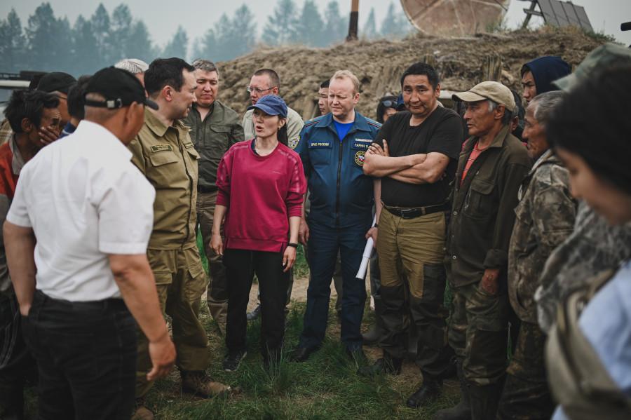 Айсен Николаев проконтролировал ситуацию с природными пожарами в Верхоянском районе