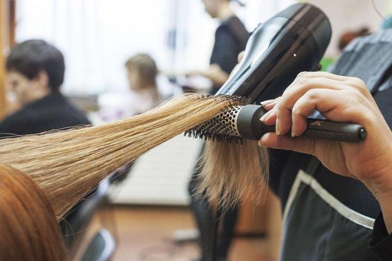 В Якутске предпенсионеров приглашают на курсы парикмахеров с выплатой стипендии