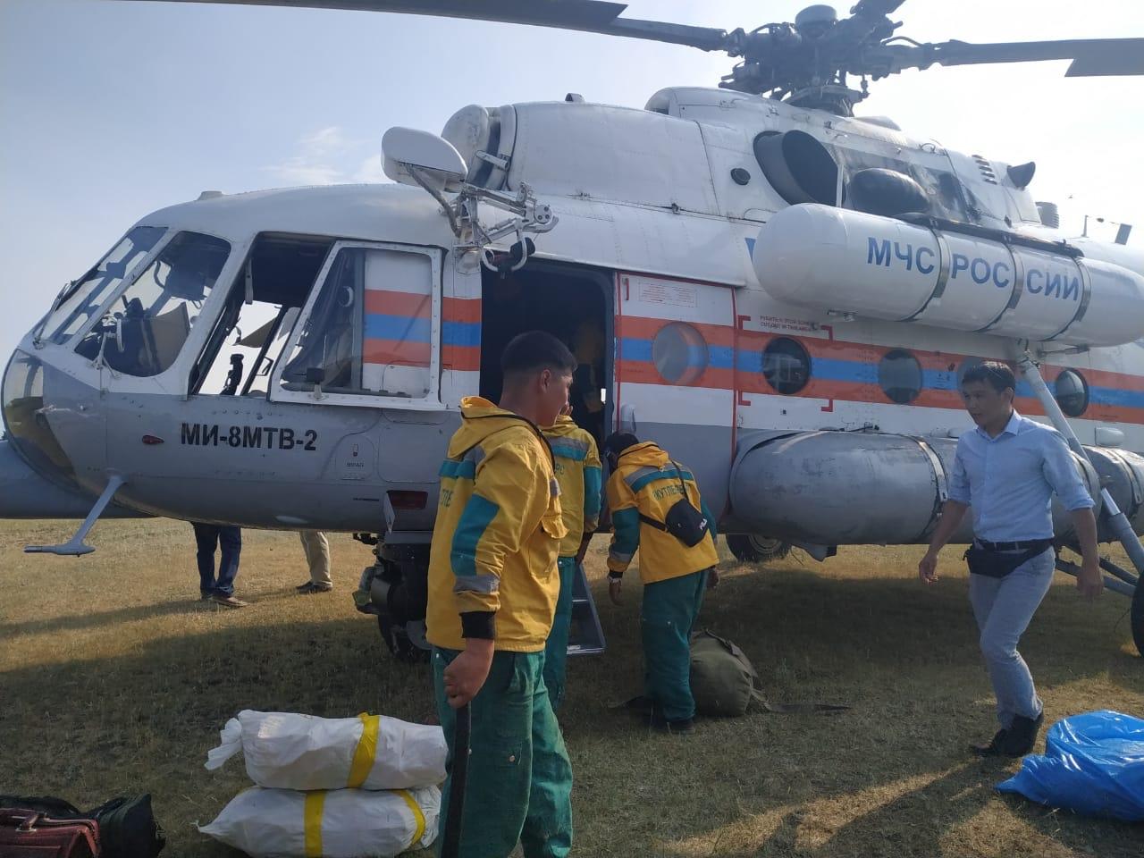 В Верхоянский район вылетела дополнительная группа лесных пожарных