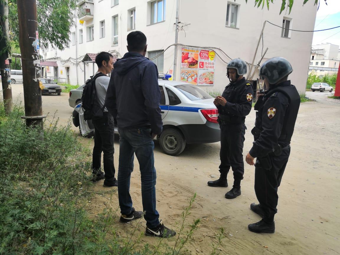 Сотрудники Росгвардии задержали мужчин, подозреваемых в грабежах