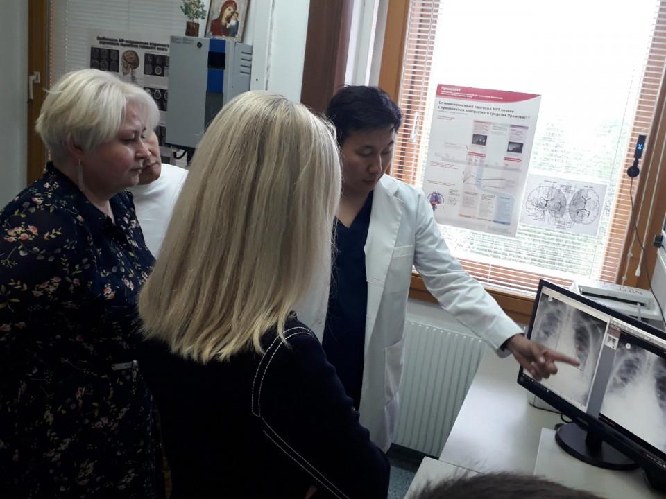 В НЦМ Якутии заместителю министра здравоохранения РФ продемонстрировали искусственный интеллект