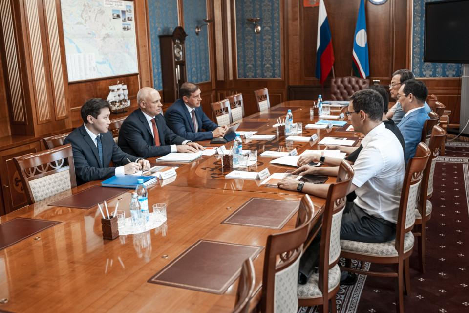 Айсен Николаев и Сергей Белов обсудили вопросы повышения доступности финансовых услуг в Якутии