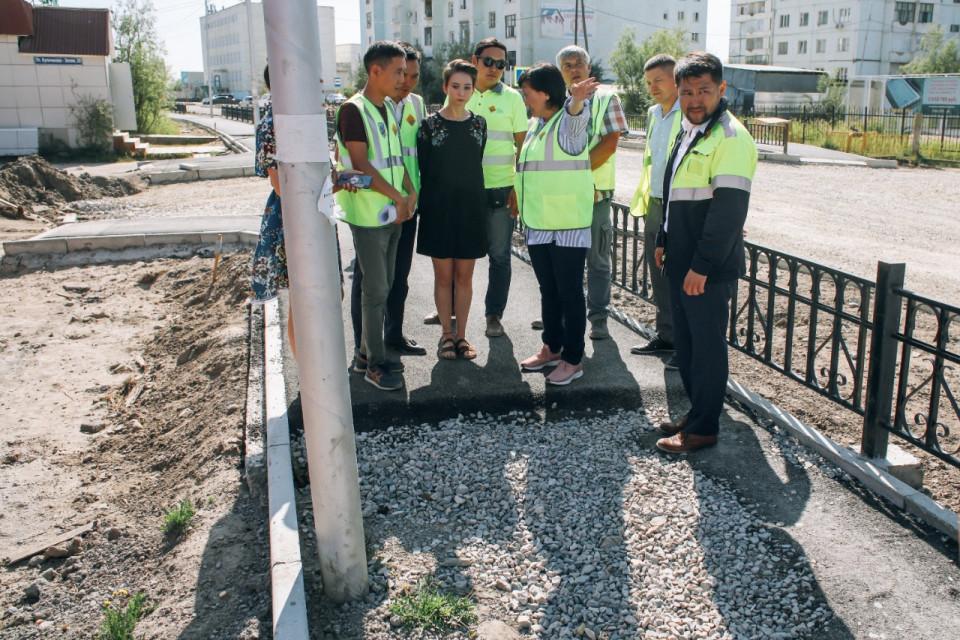 Глава Якутска проверила ремонт столичных дорог