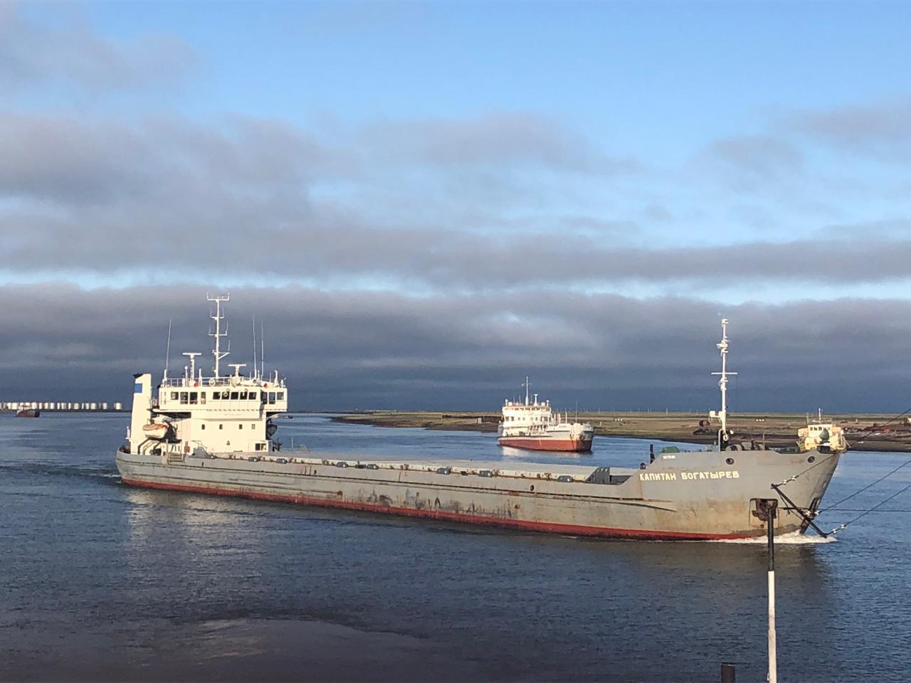 В верховьях Лены запрещено движение судов из-за лесных пожаров