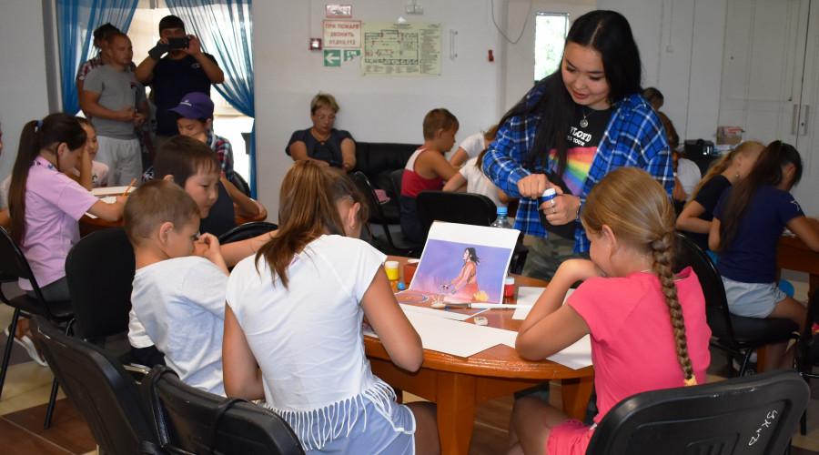 КыыдаанаИгнатьева дала мастер-класс по рисованию вОлекминске
