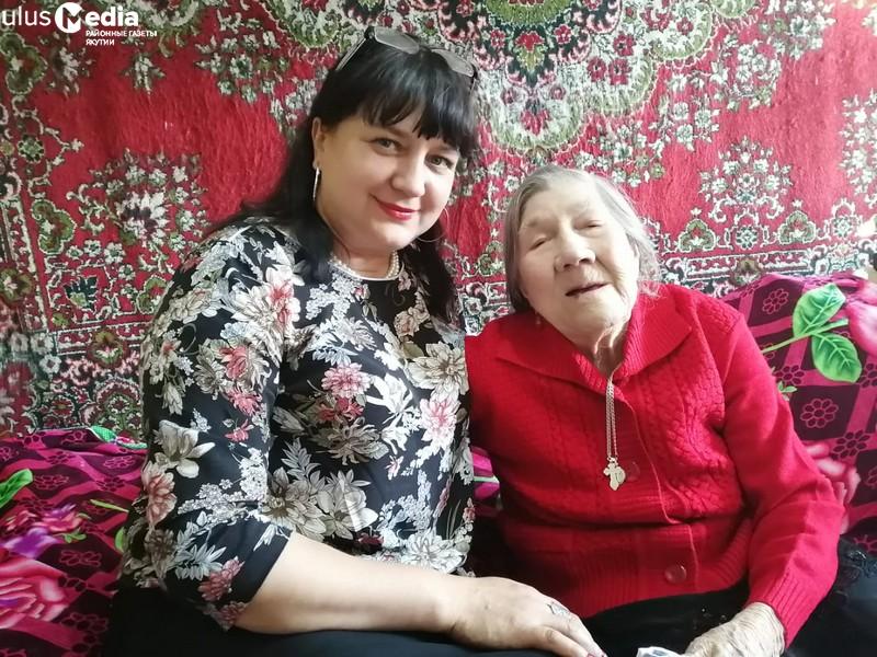 Жительницу Томпонского района поздравили с 99-летием