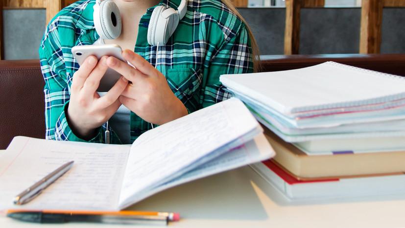 """""""Спорное решение"""". Руководство республики высказалось об ограничении мобильных телефонов в школах"""
