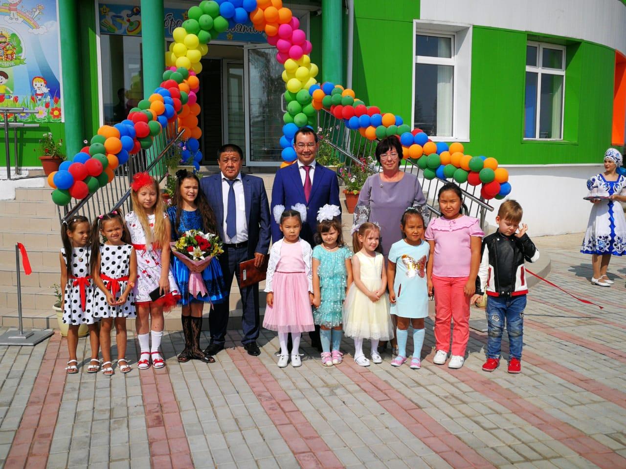 Айсен Николаев открыл детский сад в Ленском районе