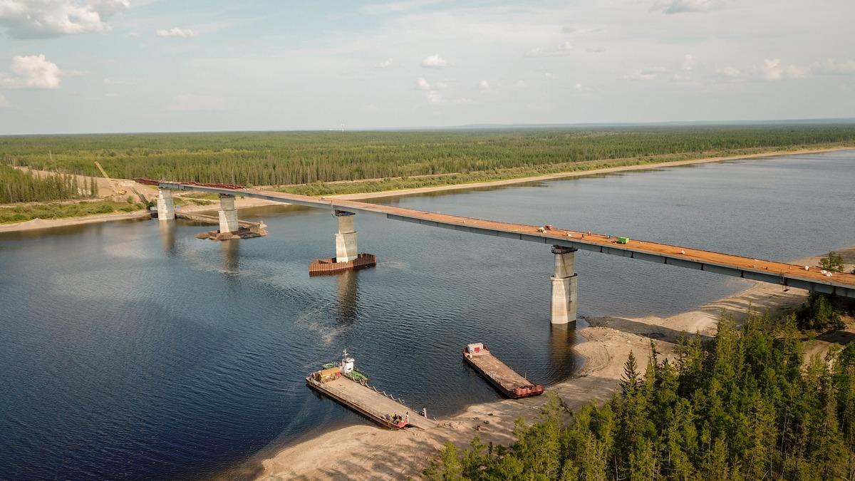 Строительство самого большого моста в Якутии идет по графику