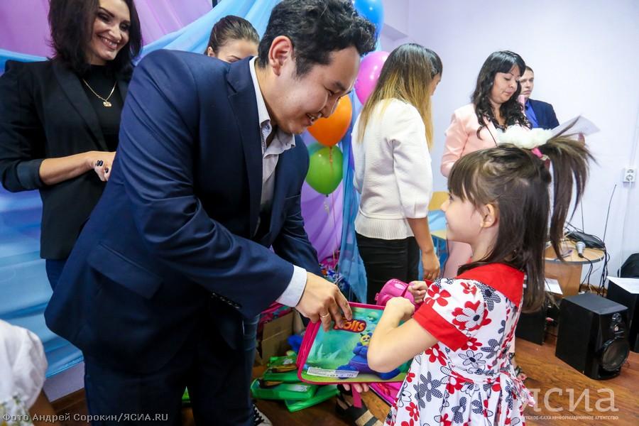 В Якутске стартовала благотворительная акция «Собери ребенка в школу»