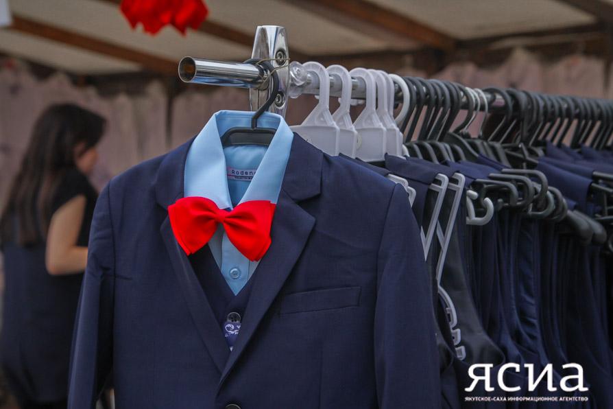 Полезно знать: как подобрать качественный школьный костюм и ранец?
