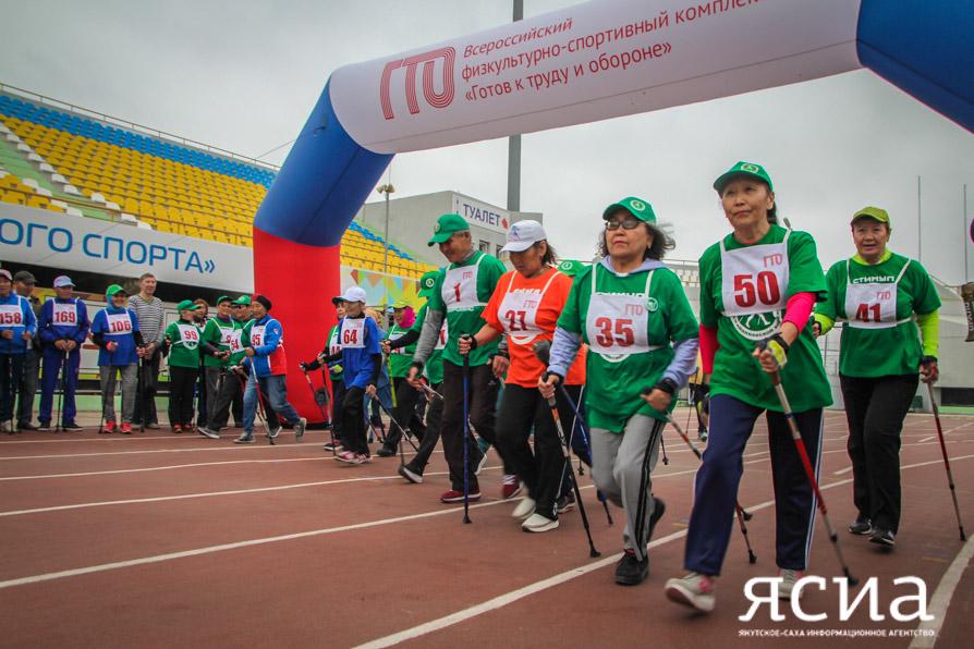 В Якутске в День физкультурника прошли соревнования «Северная ходьба»