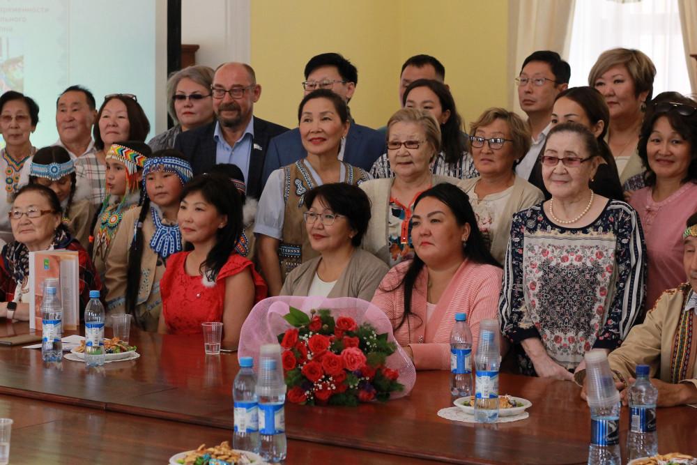 Книгу о традициях и истории эвенков Жиганского района издали в Якутии