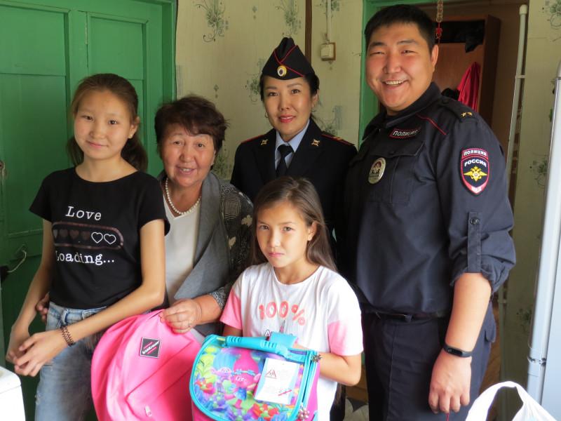 Якутские транспортные полицейские присоединились к акции «Собери ребенка в школу»